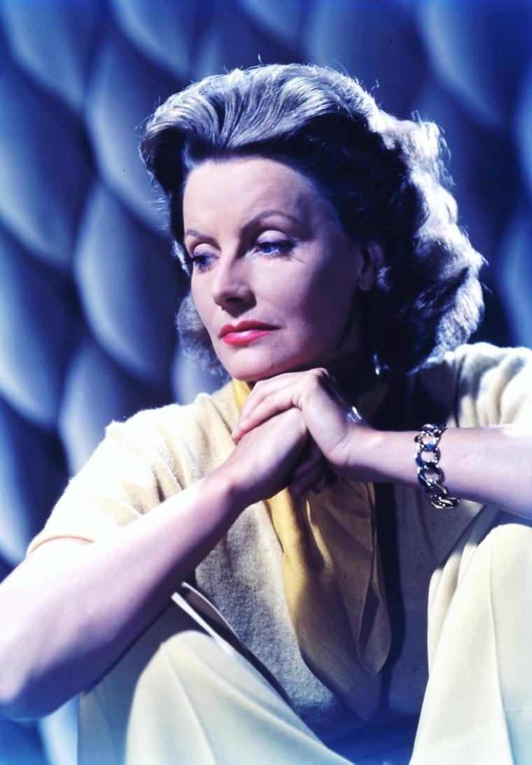 Greta LOVISA GUSTAFSSON dite Greta GARBO est une actrice suédoise, née le 18 septembre 1905 à Stockholm en Suède et décédée le 15 avril 1990 à New York, aux États-Unis. Elle fut surnommée « la Divine ».