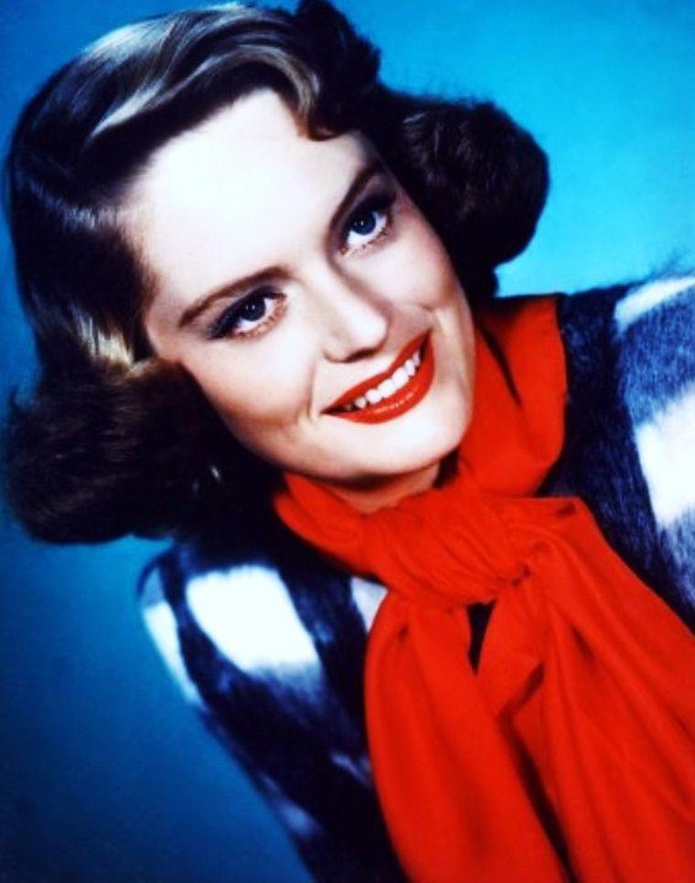 Alexis SMITH est une actrice canadienne, née le 8 juin 1921 à Penticton (Canada), décédée le 9 juin 1993 à Los Angeles (Californie).