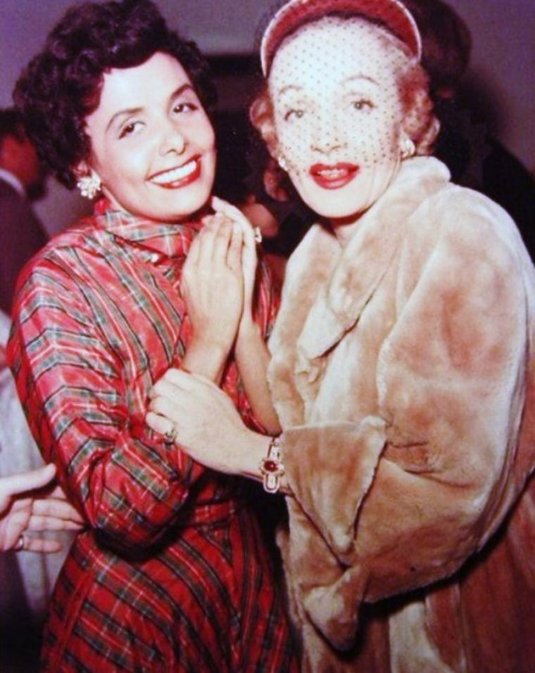Lena Mary CALHOUNE HORNE, née le 30 juin 1917 à Brooklyn (New York) et morte le 9 mai 2010, est une chanteuse américaine de jazz, de chanson populaire et une actrice de films musicaux. Elle était surnommée « la tigresse » en raison de sa silhouette féline.