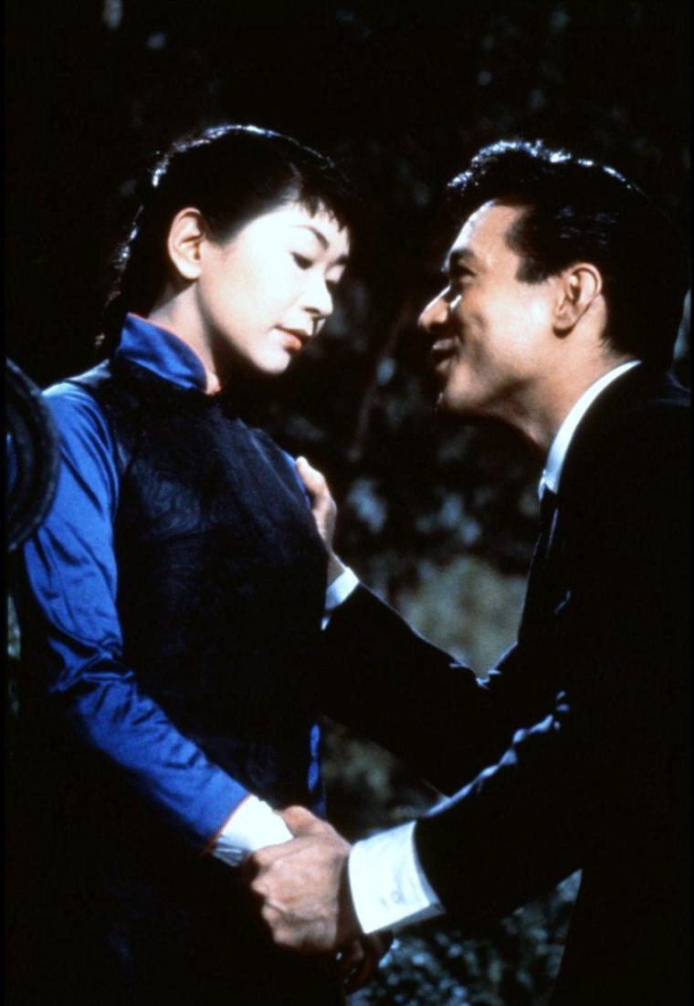 Nancy KWAN est une actrice américaine (née à Hong Kong le 19 mai 1939) qui a joué un rôle important pour l'acceptation des acteurs d'origine asiatique dans le cinéma américain. Elle était considérée comme un sex-symbol dans les années 1960 en raison de sa grande beauté.
