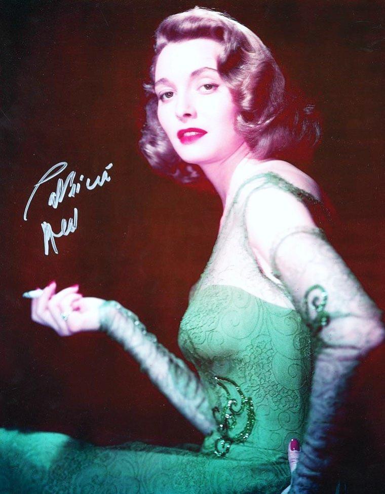 Patricia NEAL de son vrai nom Patsy Louise NEAL, née le 20 janvier 1926 à Packard dans le Kentucky et morte le 8 août 2010 dans le Massachusetts, est une actrice américaine.