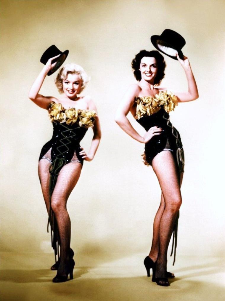 """DUO SEXY avec Marilyn MONROE et Jane RUSSELL dans le film """"Les hommes préfèrent les blondes"""" de Howard HAWKS en 1953."""
