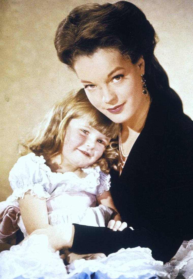 """MYTHIQUE : de 1955 à 1957, la belle Romy SCHNEIDER fait rêver le monde entier avec la saga des """"Sissi"""" en incarnant la fameuse Impératrice Elisabeth d'Autriche : dans l'ordre chronologique, """"Sissi"""" / """"Sissi Impératrice"""" / """"Sissi face à son destin""""."""