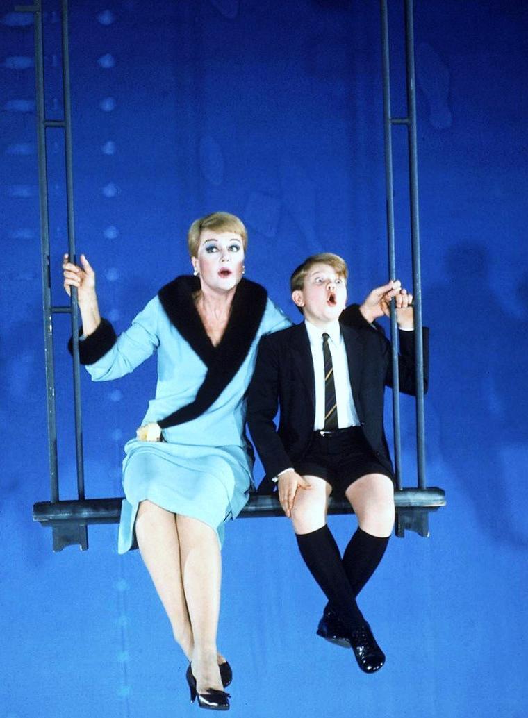 """De Mai 1966 à Mars 1968, Angela LANSBURY joue le rôle de Mame DENNIS dans la pièce musicale """"Mame""""."""
