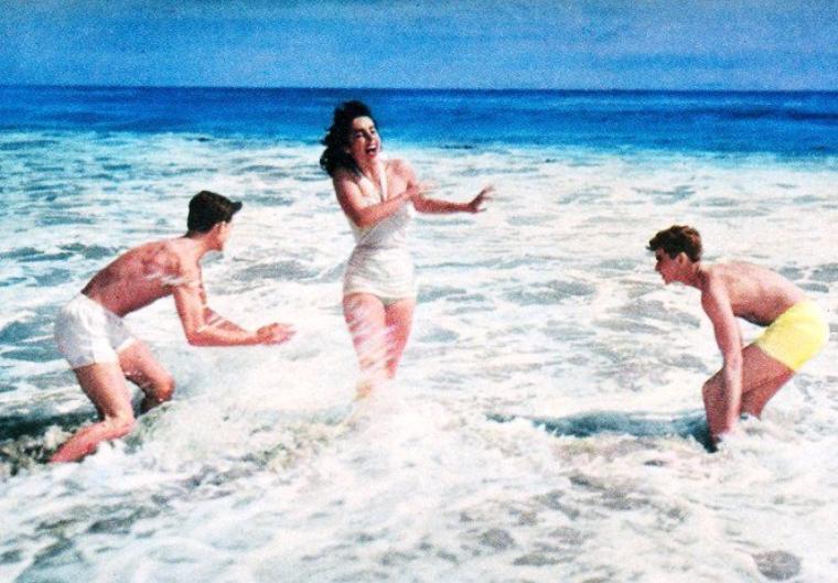 Il fait trop chaud ce soir, je vais me baigner avec... (de haut en bas) Jayne MANSFIELD / Janet LEIGH / Anne HELM / Joan COLLINS / Audrey HEPBURN / Elizabeth TAYLOR / Romy SCHNEIDER / Grace KELLY