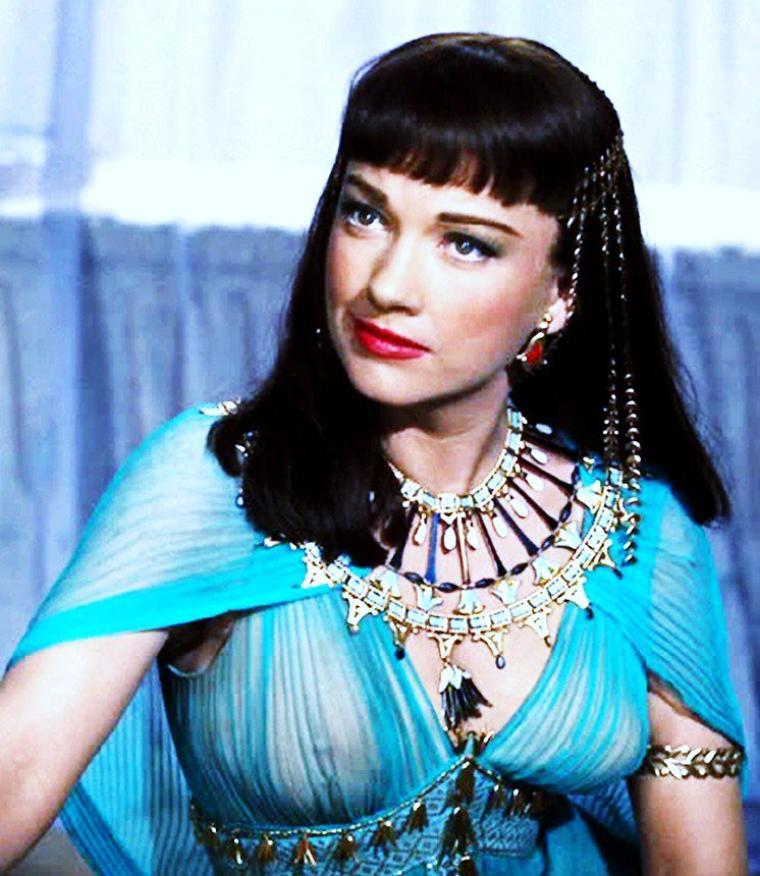 """1956 / Anne BAXTER incarne la Reine Nefertari dans le péplum de Cecil B DeMILLE """"Les 10 commandements""""."""