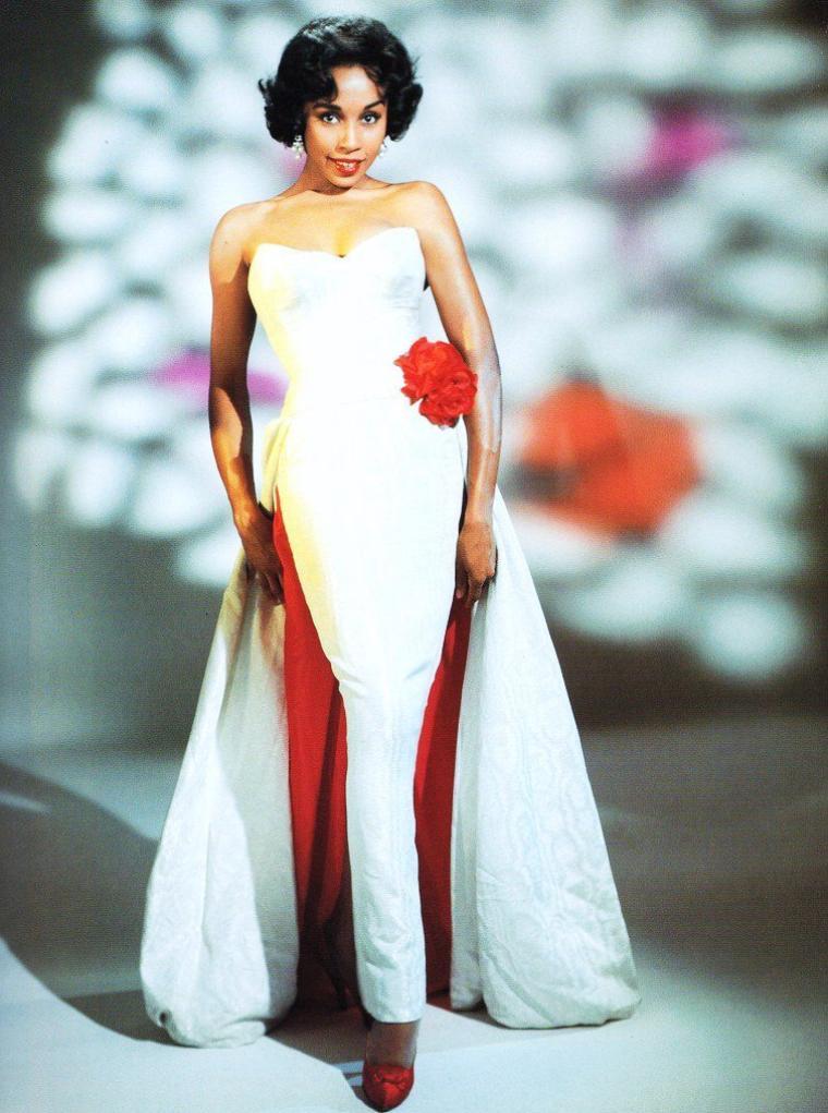 Diahann CARROLL, née le 17 juillet 1935 dans le Bronx (New York), est une actrice et chanteuse américaine.