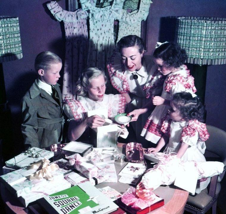 En famille avec... (de haut en bas) Doris DAY / Betty GRABLE / Gina LOLLOBRIGIDA / Janet LEIGH / Grace KELLY / Joan CRAWFORD / Sophia LOREN / Lucille BALL