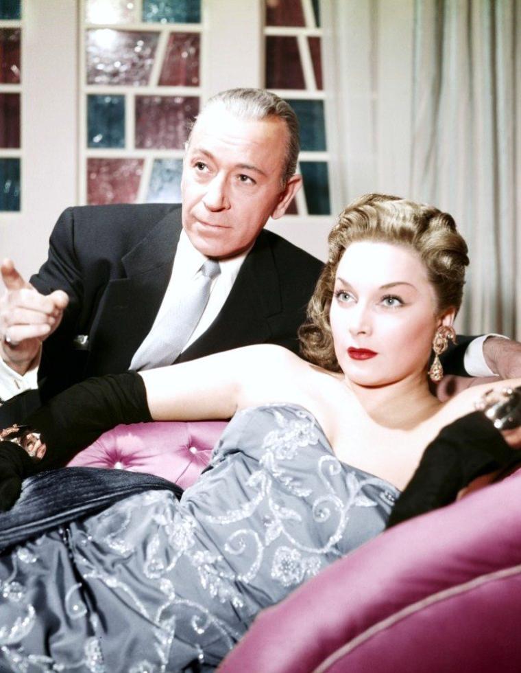 """COUPLES au cinéma (de haut en bas) Shirley JONES and Gleen FORD dans """"Il faut marier papa"""" (1963) / Ava GARDNER and Robert TAYLOR dans """"Les chevaliers de la table ronde"""" (1953) / Virginia MAYO and Burt LANCASTER dans """"La flèche et le flambeau"""" (1950) / Dana WYNTER and Robert TAYLOR dans """"Au sixième jour"""" (1956) / Daniela BIANCHI and Sean CONNERY dans """"Bons baisers de Russie"""" (1963) / Doris DAY and James STEWART dans """"L'homme qui en savait trop"""" (1956) / Faye DUNAWAY and Steve McQUEEN dans """"L'affaire Thomas CROWN"""" (1968) / Gianna Maria CANALE and George RAFT dans """"Le secret de la casbah"""" (1953)"""