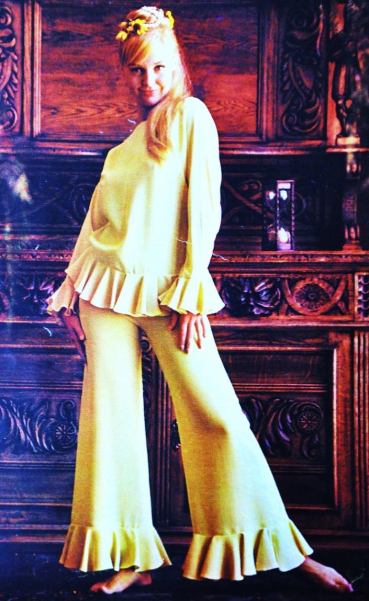 Romy SCHNEIDER en tailleur Chanel ou Audrey HEPBURN en Givenchy ; La mode selon les époques... (de haut en bas) Stella CROW / Sophia LOREN / Suzy PARKER / Audrey HEPBURN / Carol LYNLEY / Romy SCHNEIDER / Claudia CARDINALE / Doris DAY