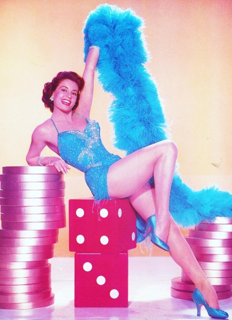 """ANECDOTE / Cyd CHARISSE était surnommée """"L'Ava GARDNER en tutu"""", en raison de sa forte ressemblance physique avec cette actrice, ou bien """"The Legs"""" - """"les jambes""""."""