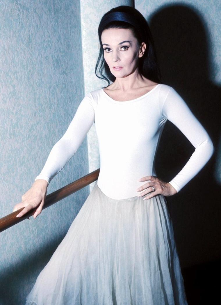 Ludmilla TCHERINA, pseudonyme de Monika TCHEMERZINE, née à Paris le 10 octobre 1924, morte dans la même ville le 21 mars 2004, est une danseuse, tragédienne, actrice, écrivain, peintre et sculpteur française.