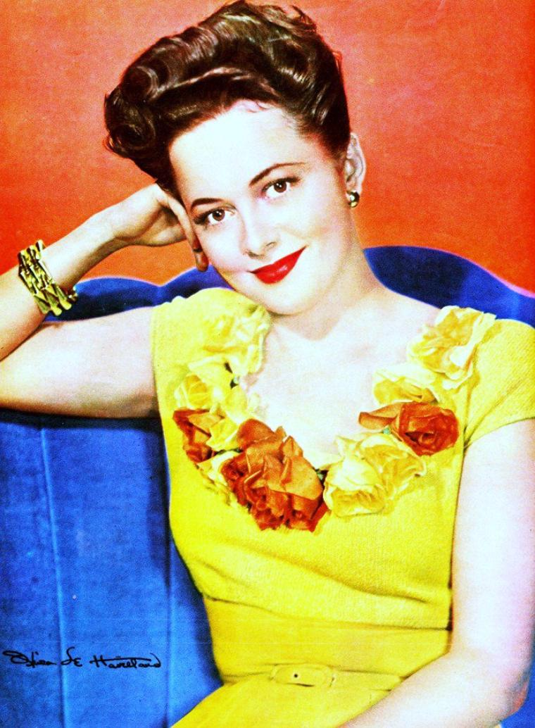 """Olivia De HAVILLAND / En 1943, Olivia entre en guerre contre la Warner, qui, exerçant une véritable dictature sur les stars de ses """"écuries"""", refuse de lui donner des rôles plus diversifiés. Après une bataille de trois ans, elle obtient la rupture du fameux """"contrat de sept ans"""", condition sine qua non pour être engagé. C'est une révolution qu'elle paiera par une longue absence des plateaux. Mais grâce à elle, les acteurs vont pouvoir s'affranchir des studios / Oscar / Olivia De HAVILLAND fut nominée aux Ocars pour le meilleur second rôle dans 'Autant en emporte le vent ' en 1940, mais il lui fallut attendre 1946 pour recevoir la précieuse statuette grâce à sa performance dans 'A chacun son destin'."""