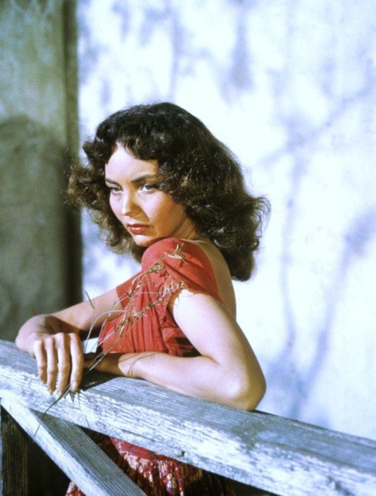 BONUS photos Jennifer JONES