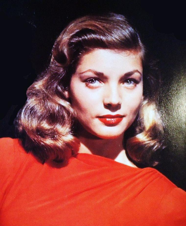 lauren bacall elle fut surnomm e the look le regard mais son timbre de voix grave. Black Bedroom Furniture Sets. Home Design Ideas