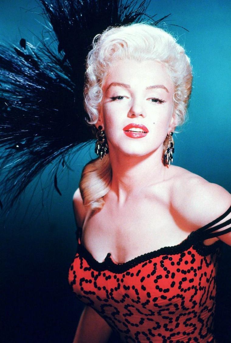 """1954 / Marilyn incarne une chanteuse de saloon dans le film """"La rivière sans retour""""..."""
