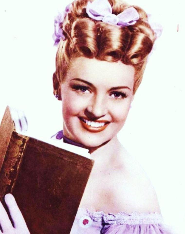Ks5RfPxmVwE Betty GRABLE 3 on office posa pin