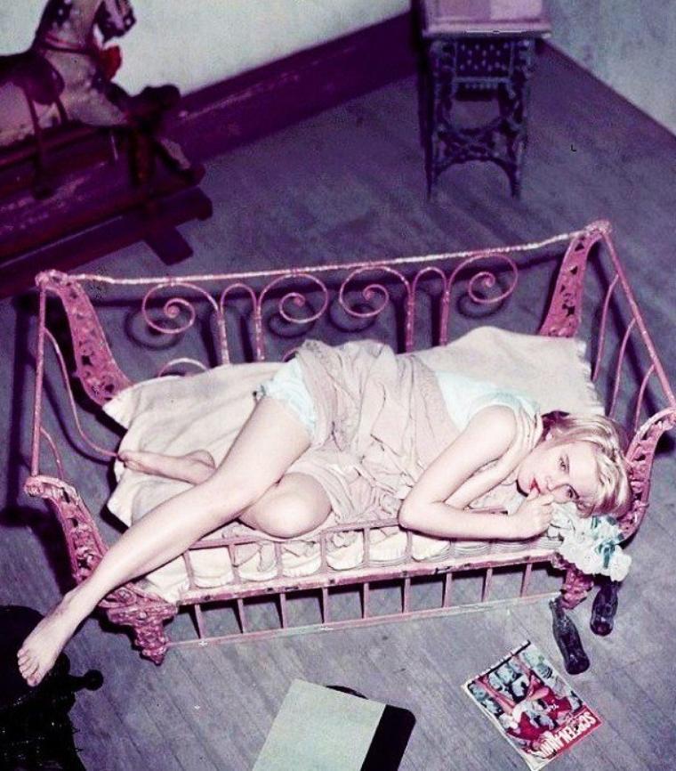 In bed with... Ann MARGRET / Jean SIMMONS / Barbra STREISAND / Marilyn MONROE / Elizabeth TAYLOR / Carroll BAKER / Gina LOLLOBRIGIDA / Sandra DEE