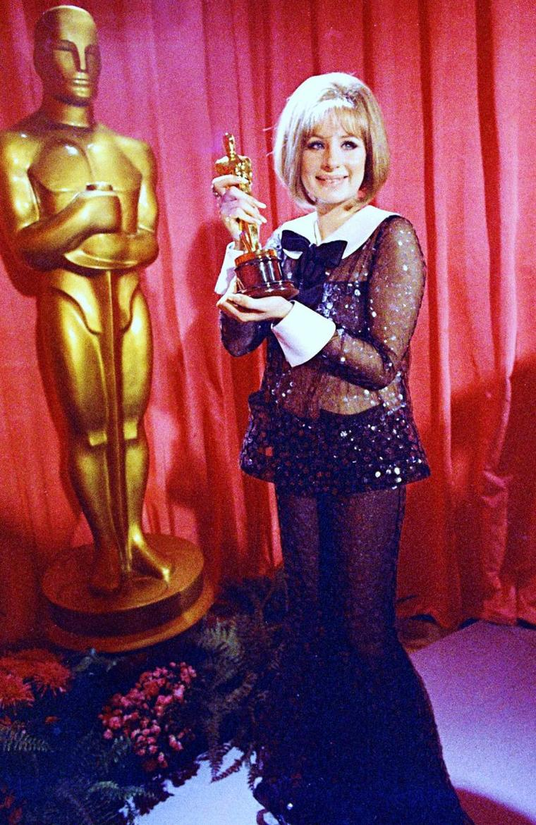 And the winner is !... (de haut en bas) Elizabeth TAYLOR / Barbara STANWYCK / Barbra STREISAND (1969) / Mamie Van DOREN / Julie ANDREWS / Natalie WOOD / Simone SIGNORET / Julie CHRISTIE and Shelley WINTERS (1966)