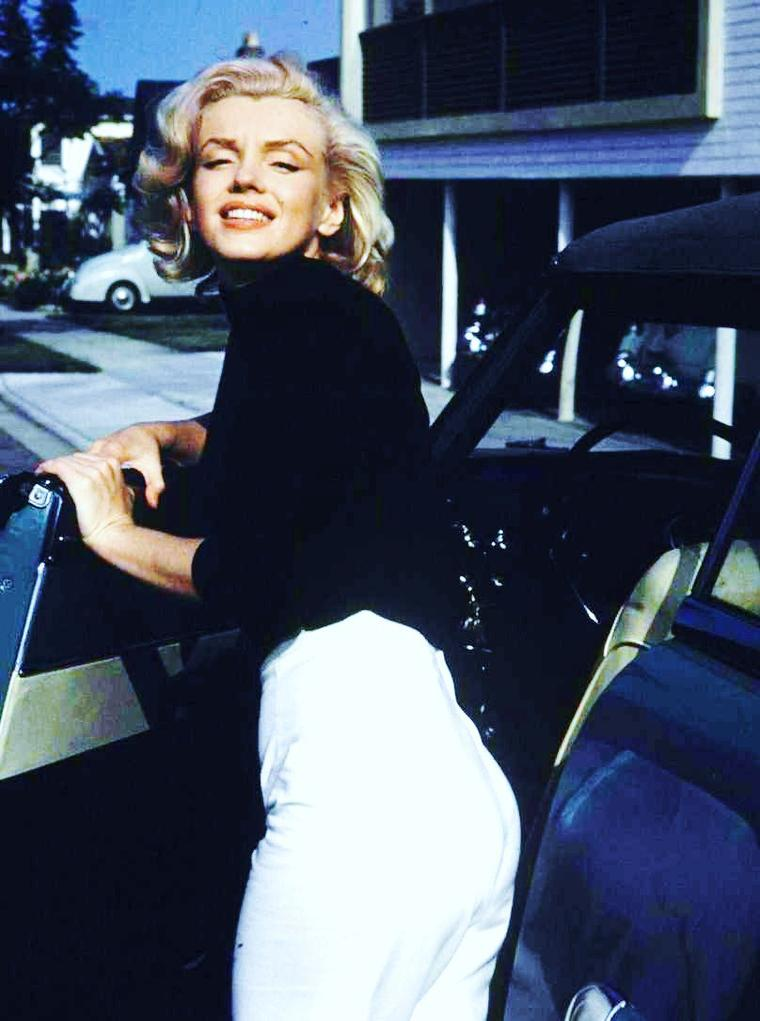 Mai 1953 / Marilyn pose sous l'objectif d'Alfred EISENSTAEDT (Los-Angeles).