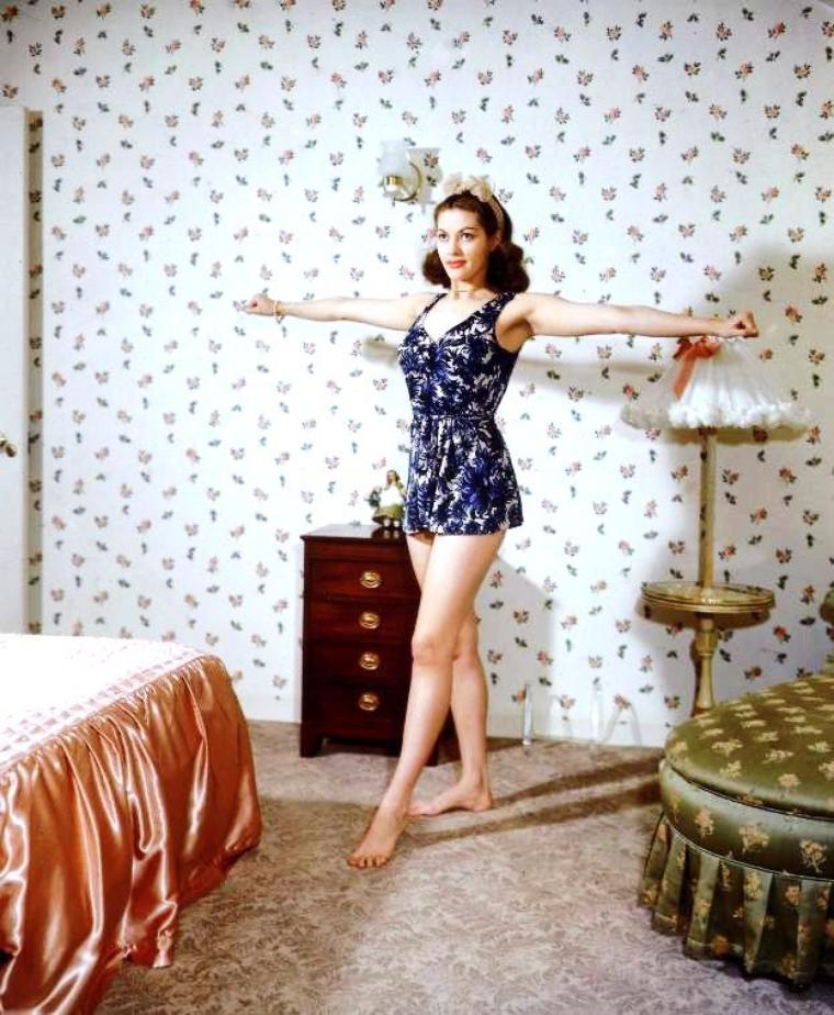 CITATION / « Si l'amour est aveugle, pourquoi les femmes aiment-elles s'acheter de la lingerie fine ? » de Jean-Loup Chiflet. (de haut en bas) Kim NOVAK / Donna LYNN / Tina LOUISE / Marilyn MONROE / Leslie PARRISH / Rita HAYWORTH / Yvonne De CARLO / Jayne MANSFIELD