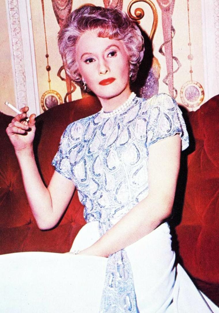 « J'aimerais être une cigarette pour naître au creux de tes mains, vivre sur tes lèvres et mourir à tes pieds. » (de haut en bas) Lucille BALL (advertising) / Shirley MacLAINE / Natalie WOOD / Brigitte BARDOT / Barbara STANWYCK / Ingrid BERGMAN / Sophia LOREN / Marilyn MONROE