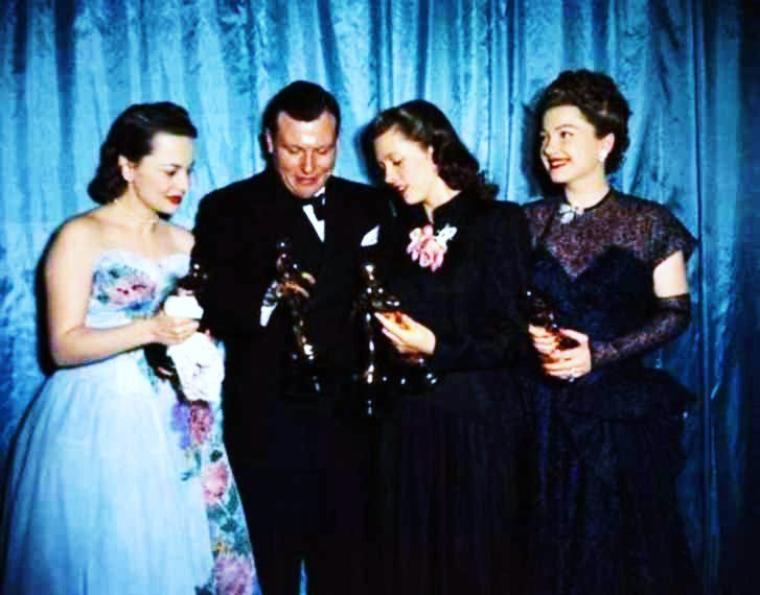 And the winner is !... (PART 2) (de haut en bas) Shirley JONES / Grace KELLY / Julie ANDREWS / Rita MORENO / Eva Marie SAINT / Simone SIGNORET / Elizabeth TAYLOR / Olivia De HAVILLAND, Cathy O'DONNELL and Anne BAXTER / Les Oscars du cinéma (Academy Awards) sont des récompenses cinématographiques américaines décernées chaque année depuis 1929 à Los Angeles et destinées à saluer l'excellence des productions mondiales du cinéma.