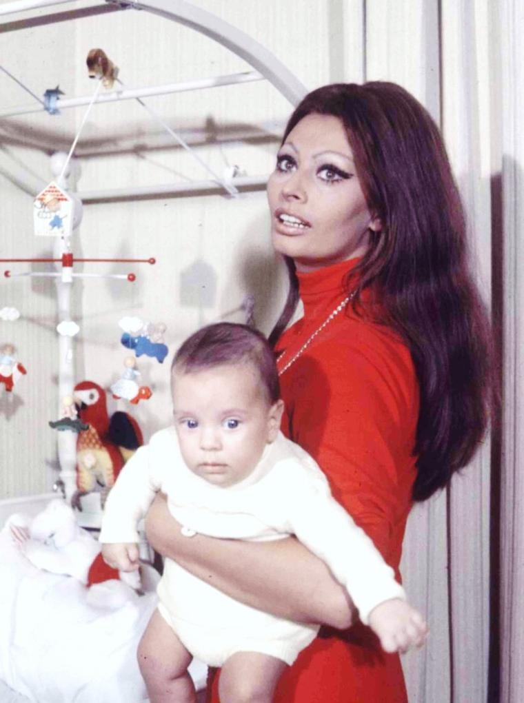 """CITATION / « Ma Maman est une Maman Comme toutes les Mamans Mais voilà c'est la mienne » de Mick MICHEYL / Paroles de la chanson """"Ma Maman"""" (de haut en bas) June ALLYSON / Diana DORS (1962) / Esther WILLIAMS / Ingrid BERGMAN / Joan CRAWFORD / Sophia LOREN / Grace KELLY / Priscilla PRESLEY"""