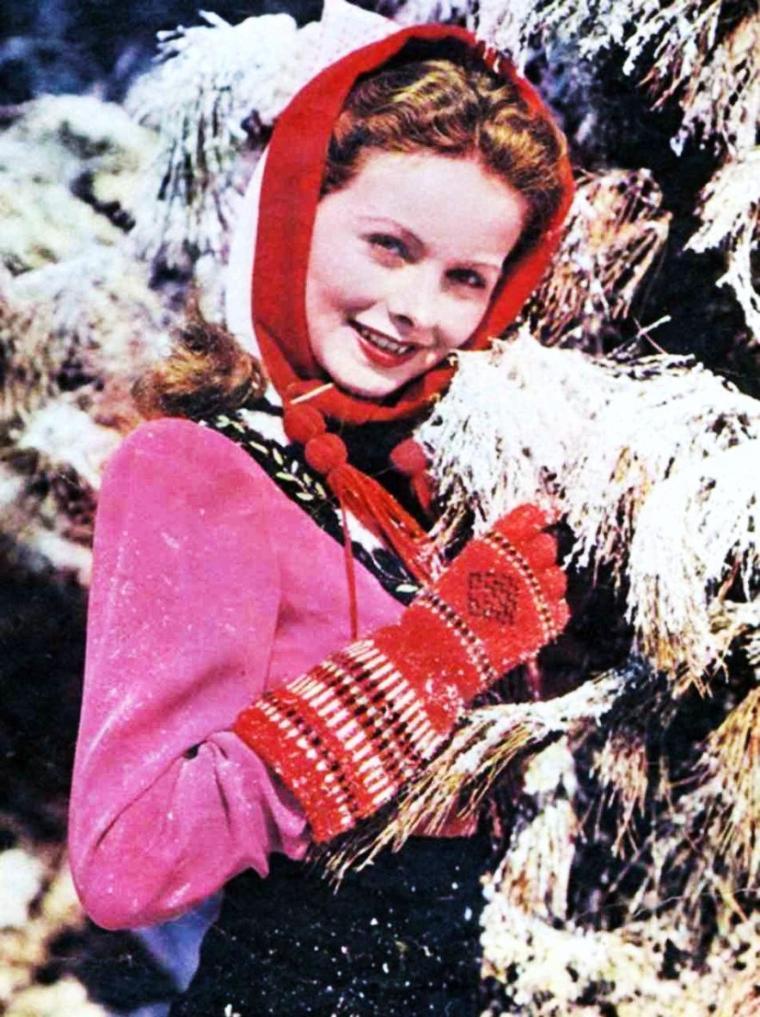 Dans certaines régions, elle est déjà là... La NEIGE ; après une ballade à skis, rien ne vaut un bon feu de cheminée... (de haut en bas) Hedy LAMARR / Deanna DURBIN / Jeanne CRAIN / Ann RUTHERFORD / Janet LEIGH / Judy GARLAND / Audrey HEPBURN / Marilyn MONROE
