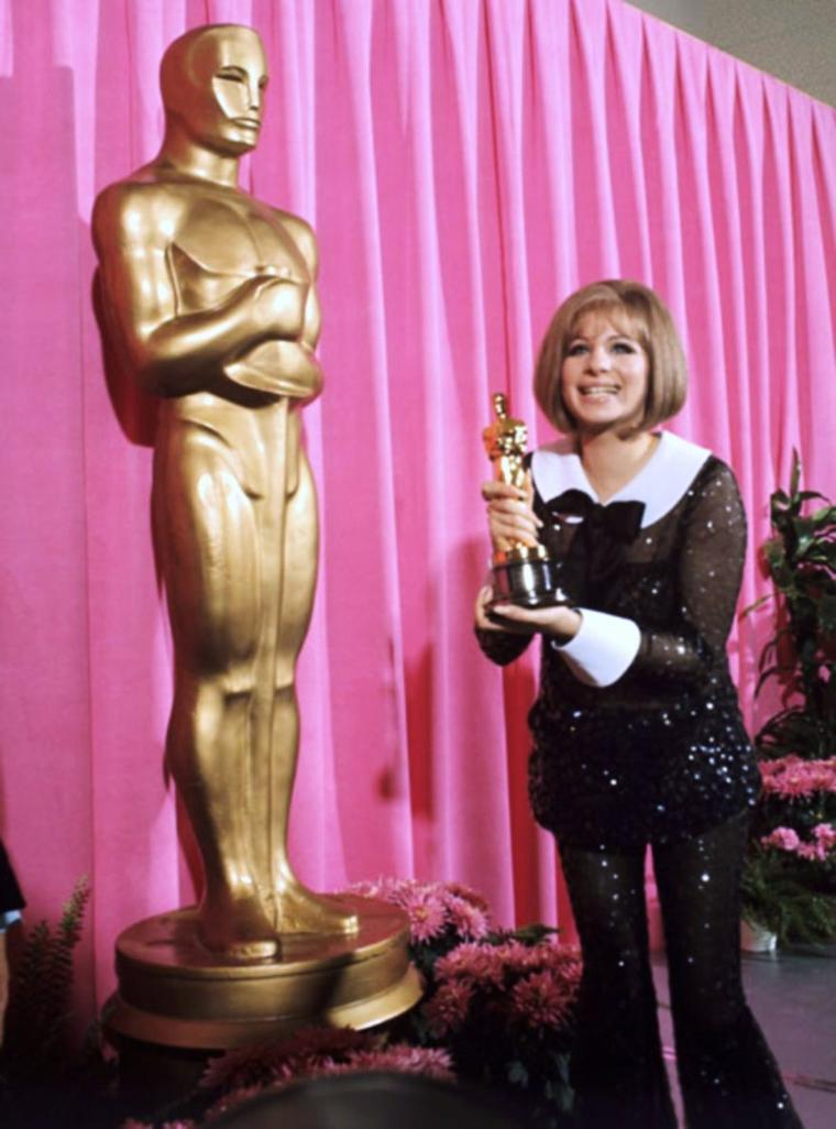 And the winner is !... (de haut en bas) Ingrid BERGMAN, Maurice CHEVALIER and Burt IVES (1959) / Greer GARSON, Rita MORENO, George CHAKIRIS and Maximilian SCHELL (1962) / Shelley WINTERS and Peter USTINOV (1966) / Anne BANCROFT, Annabella, Gregory PECK and Sidney POITIER (1964) / Elizabeth TAYLOR and Burt LANCASTER (1961) / Barbra STREISAND (1968) / Shirley JONES and Hugh GRIFFITH (1961) / Grace KELLY and Bob HOPE (1955)