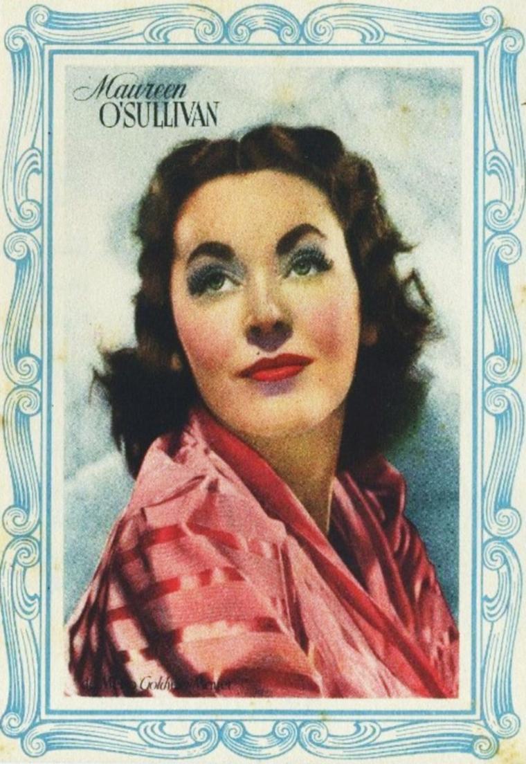 """NEWS / Maureen O'SULLIVAN est une actrice irlandaise née le 17 mai 1911 à Boyle en Irlande, morte à 87 ans, le 23 juin 1998 à Scottsdale en Arizona. Première star irlandaise, elle est la célèbre Jane des six premiers films de « Tarzan », interprété par Johnny WEISSMULLER et produit par la MGM. Elle est la mère de Mia FARROW, la grand-mère adoptive de Soon-Yi PREVIN et la belle-mère de Frank SINATRA et du chef d'orchestre André PREVIN. / MINI-BIO / Maureen Paula O'SULLIVAN est née à Boyle, dans le Comté de Roscommon, en Irlande, la fille de Mary LOVATT (née FRASER) et Charles Joseph O'SULLIVAN, un officier au sein des Connaught Rangers qui combattirent dans la Première Guerre mondiale. Elle est l'élève d'une école religieuse de Dublin, puis du Convent of the Sacred Heart à Roehampton, dans la banlieue de Londres (à présent la Woldingham School). L'une de ses camarades de classe est Vivien LEIGH. Après un passage dans une école de bonnes manières en France, Maureen retourne à Dublin et commence à travailler auprès des pauvres. Maureen est mariée une première fois au scénariste et metteur en scène John FARROW, du 12 septembre 1936 au 28 janvier 1963, à sa mort. Après un veuvage de vingt ans, elle épouse James CUSHING le 22 août 1983. Ils resteront unis jusqu'à la mort de l'actrice. Elle eut sept enfants avec FARROW : Michael Damien, Patrick Joseph, Maria de Lourdes (Mia), John Charles, Stephanie, Prudence et Theresa Magdalena dite « Tisa ». Maureen O'SULLIVAN meurt à Scottsdale, Arizona à l'âge de 87 ans, de complications d'une opération du c½ur. Elle est enterrée dans le cimetière Most Holy Redeemer à Niskayuna, New York, ville de son premier mari. Elle a une étoile sur le Hollywood Walk of Fame au 6541 Hollywood Boulevard. (photos de Maureen en 1965 dans le film """"Never too late"""", avec Paul FORD ou encore Connie STEVENS)."""