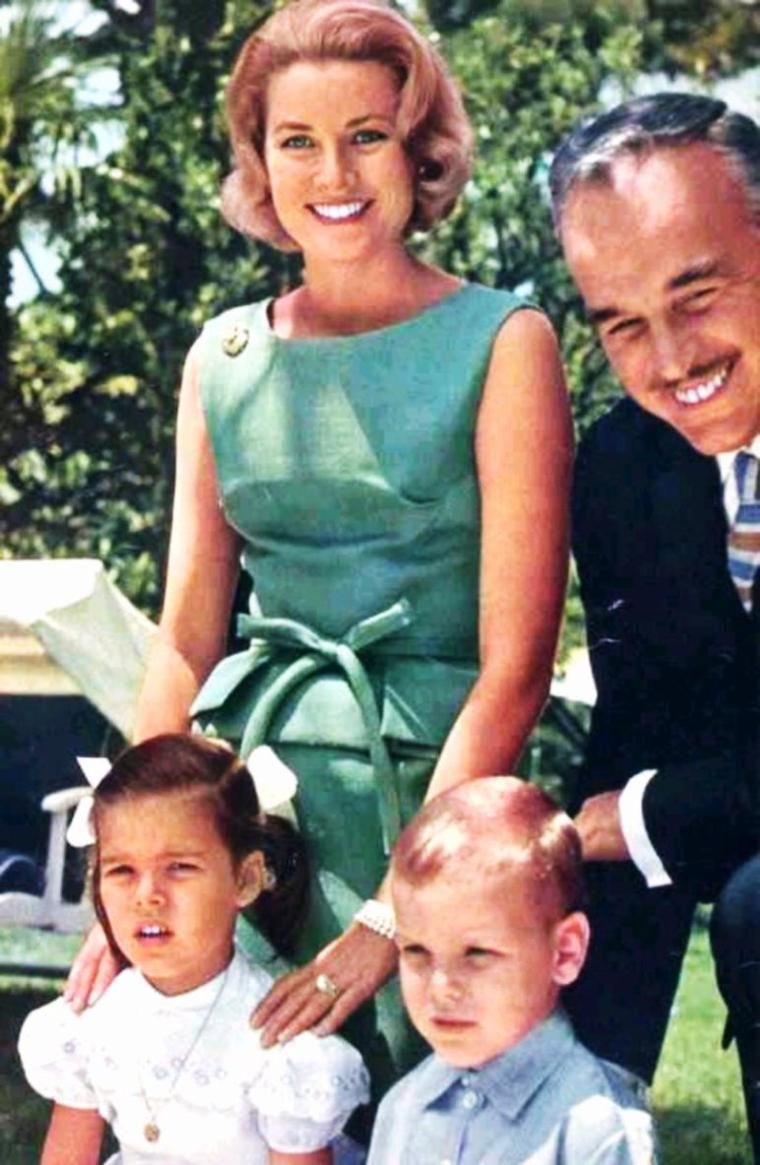 LA FAMILLE... / Parents, grands-parents, frères soeurs, cousins, oncles, tantes...Qu'elle soit nombreuse, recomposée ou éclatée, notre famille, nous l'aimons !... (de haut en bas) Lucille BALL and Desi ARNAZ / Hjördis GENBERG and David NIVEN / Grace KELLY and RAINIER III / Marjorie HOSHELLE and Jeff CHANDLER / Shirley BOONE and Pat BOONE / Gina LOLLOBRIGIDA and Milko SKOFIC / Nathalie and Alain DELON / Patti PAGE and Charles O'CURRAN