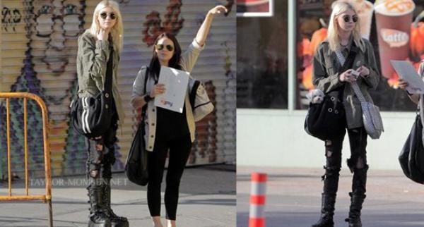 05.05.12 : Taylor a été photographié à New York, avec son assistante personnel.