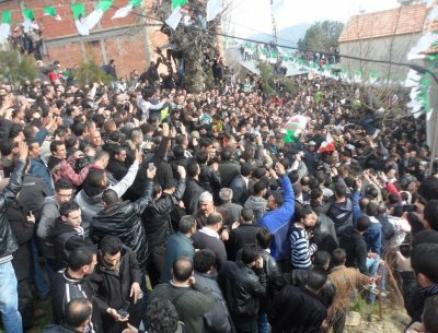 Chérif Kheddam inhumé dans son village natal à Ath Boumessaoud
