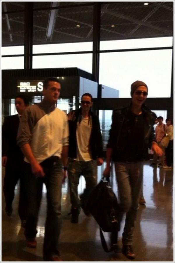 Départ des jumeaux. - Aéroport de Narita - 26 Juin 2011
