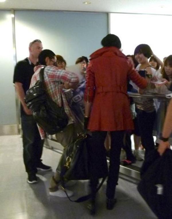 Aéroport de Tokyo - 23 Juin 2011 [Arrivée des Jumeaux]