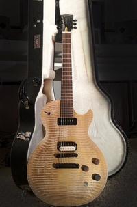 MTV OMA - La guitare de Tom revient finalement à la Super Fan ! (12 Juillet 2012)