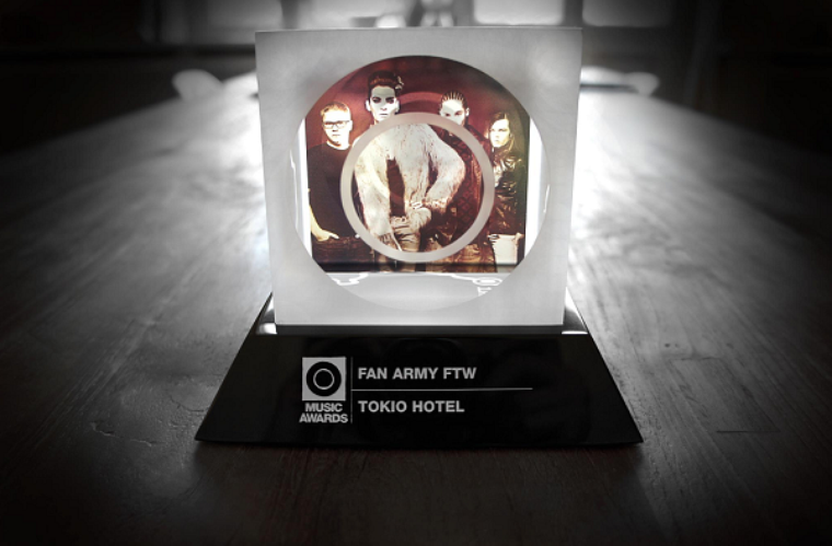 Facebook - Tokio Hotel (25 Janvier) & Twitter (26 Janvier)