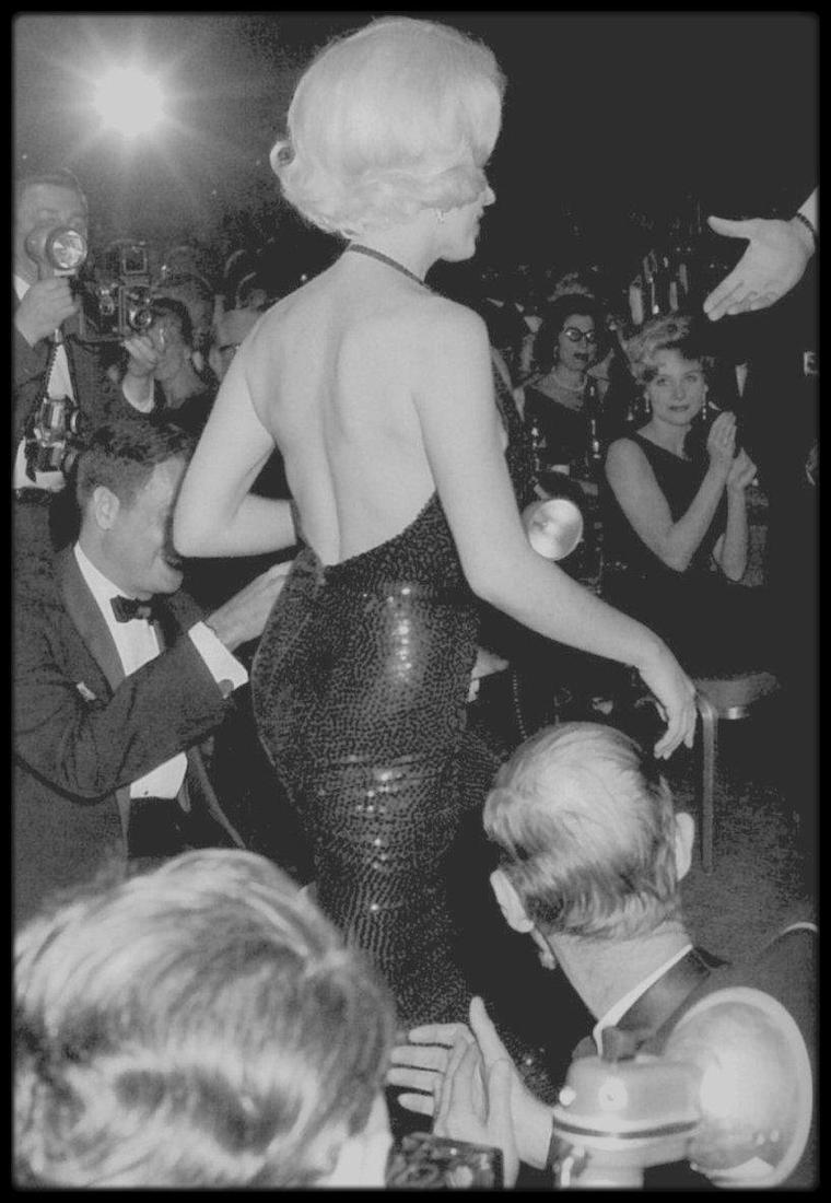 """5 Mars 1962 / (part II) """"Actrice préférée dans le monde en 1961"""", telle est la désignation du Golden Globe que Marilyn reçoit des mains de Rock HUDSON..."""