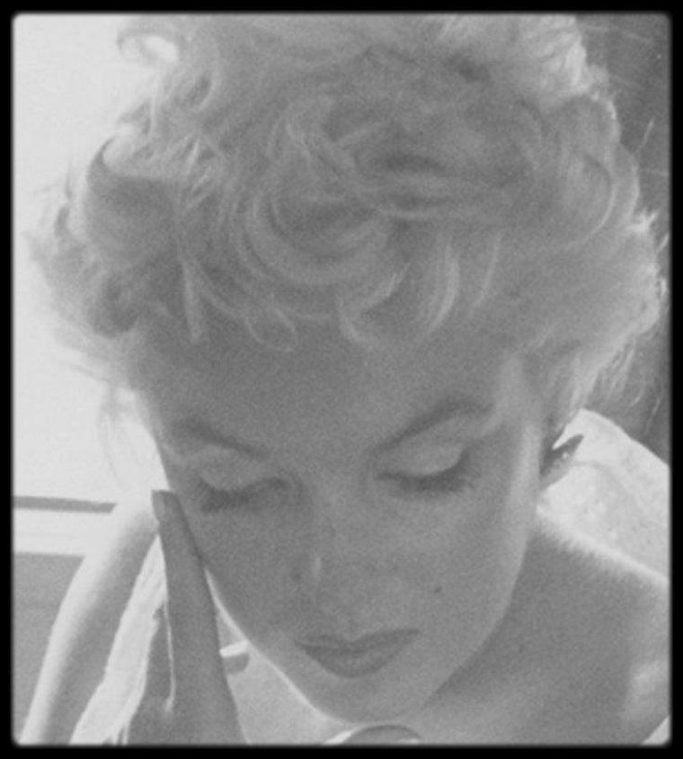 1955 / PHOTOS RARES / En route vers Bement, où Marilyn se rend accompagnée de la photographe Eve ARNOLD, pour l'inauguration d'un musée Abraham LINCOLN.