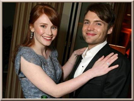 Bryce Dallas Howard et Seth Gabel accueillent Beatrice.