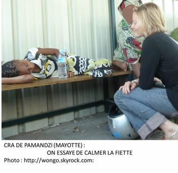 COMORES / MAYOTTE : Manifestation devant le CRA Percer la « verrue »