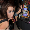 . 25/11/09 | Miley  fête son anniversaire. pour ses 17 ans, mais c'était le 18/11. DSL j'ai trouvé que 2 image .