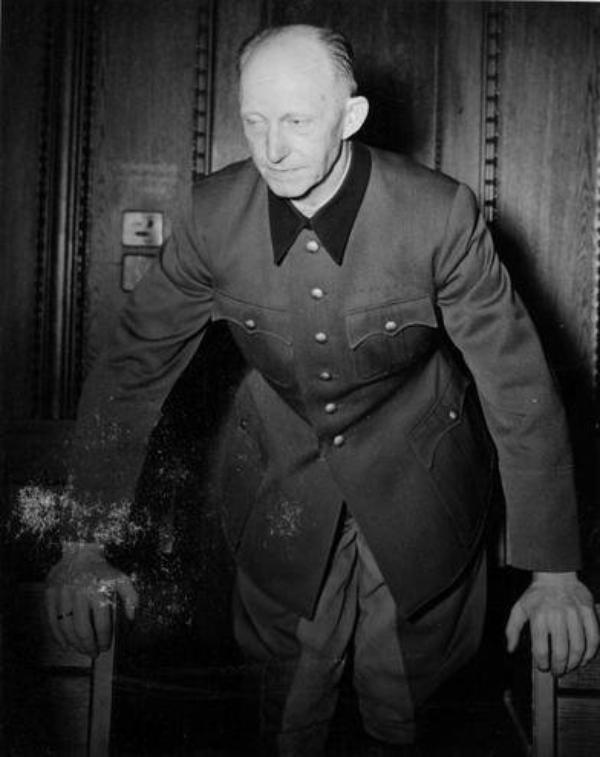 Des Criminels Nazis  (10183)