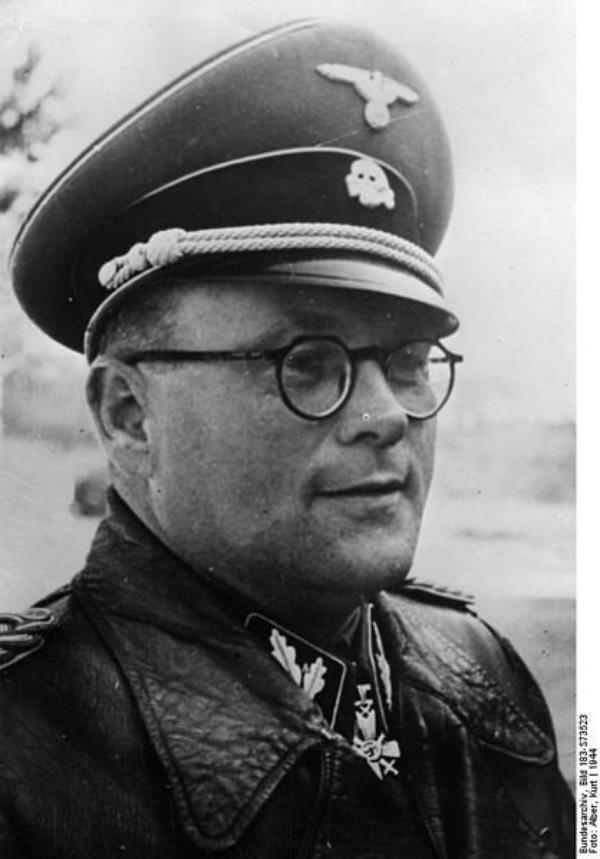 Des Criminels Nazis  (8723)