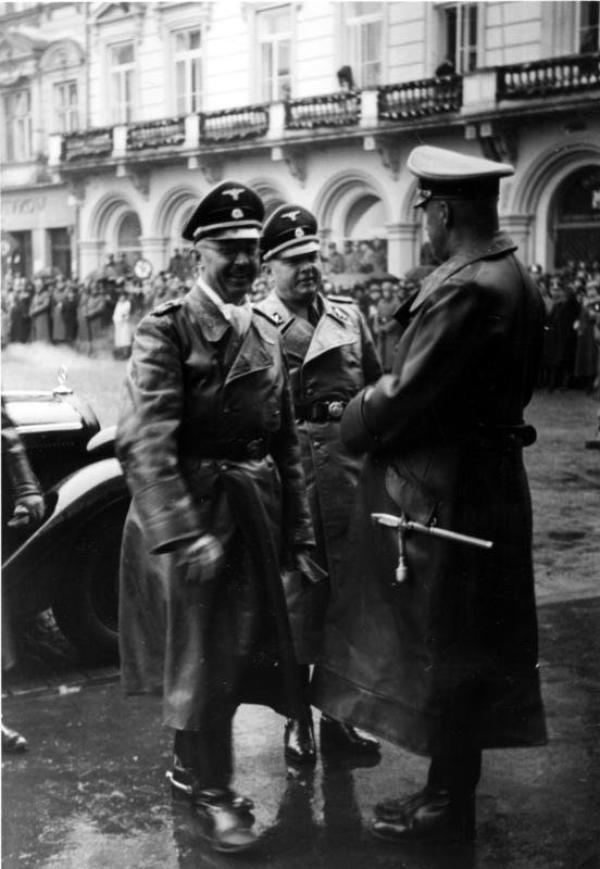 Des Criminels  Nazis  (9891)