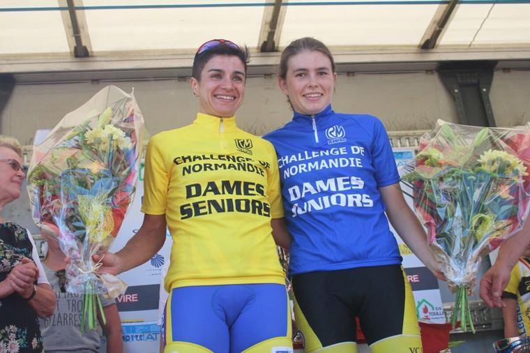 Tout sourire, Thérésa Hoebanckx (senior) et Laura Bunel (junior) sont leaders à la Coupe de Normandie Dames ''Souvenir Henri Jeanne'' à Mont-Bertrand | Normandie Cyclisme