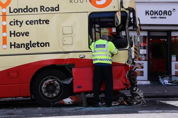 Five people seriously injured in bus crash in Brighton