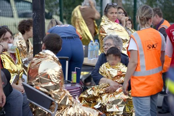 Catastrophe ferroviaire près de Paris : des scènes d'horreur (témoignages + vidéo)