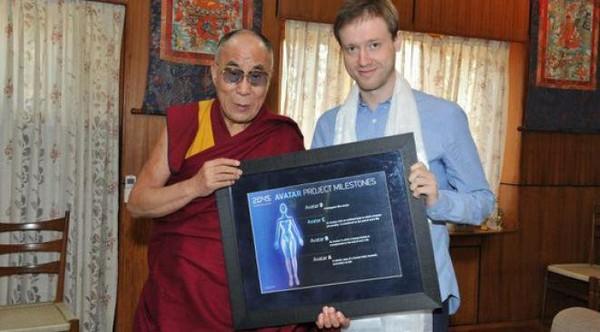Tous immortels en 2045 : ce projet fou d'un milliardaire russe, soutenu par le Dalaï Lama